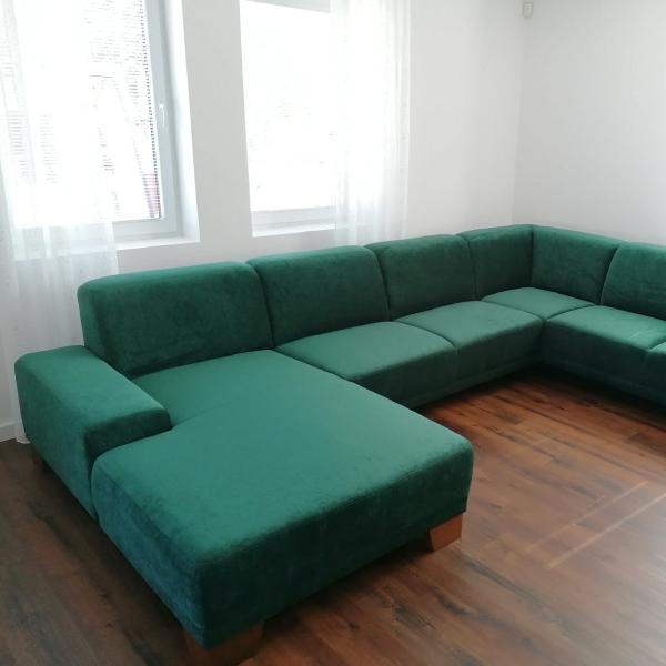 Zelená sedacia súprava na mieru MILANO v obývačke